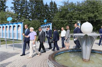 You are currently viewing Мемориальный комплекс летчика-космонавта СССР А.Г. Николаева посетил Денис Мантуров